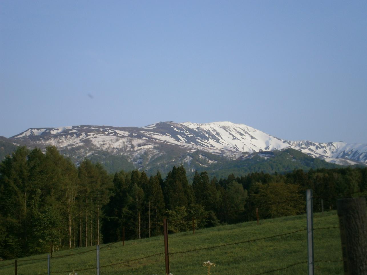 雪解けの月山